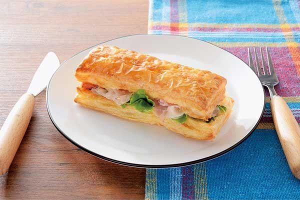 【パイ生地の】ローソン「パストラミポークとマッシュポテトのパイサンド」新発売【サンドイッチ】  2/21発売です! #ローソン #サンドイッチ #パイ #パストラミポーク