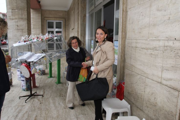 Primi saluti, l'Assessore Buttari F. condivide un gesto di solidarietà