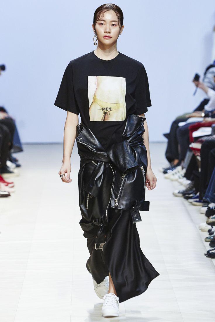 Low Classic Seoul Spring 2016 Fashion Show