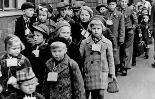 #Finnish sotalapset (war children / evacuees) arriving in #Sweden, 1939