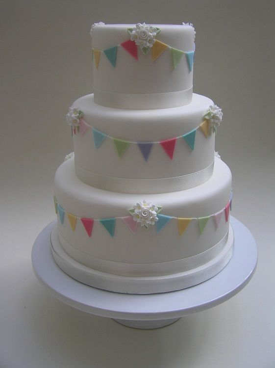 bunting wedding cakes 1000 ideas about bunting cake toppers on cake 12225