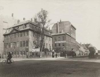 Vester Voldgade, hjørnet af Ny Kongensgade kbhbilleder.dk