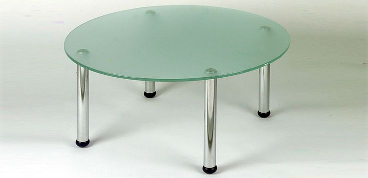 Mesa vidrio circular -- Características:  Mesa de vidrio circular y soportes cromados. Infórmate más sobre este mueble dándole clic a la imagen.