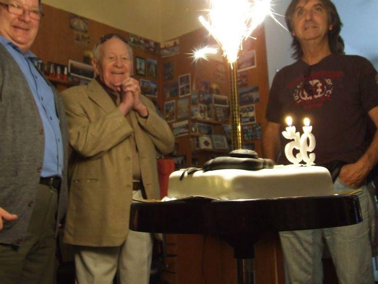Tárnoky Laci bácsi 95. születésnapján... Több kép és infó itt: http://remeka.hu/index.php/magazinxmszakmai-frissxm/single-column-blog/633-boldog-szulinapot-tarnoky-laci-bacsi