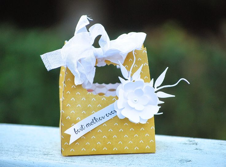 Best Mother Ever Gift Bag using some Stampin' Up! Punches and the Lullaby Designer Paper www.pinkblingcrafter.blogspot.com #3Dbag,#giftbag,#mother's day,#flowers, #punches, #bigshot