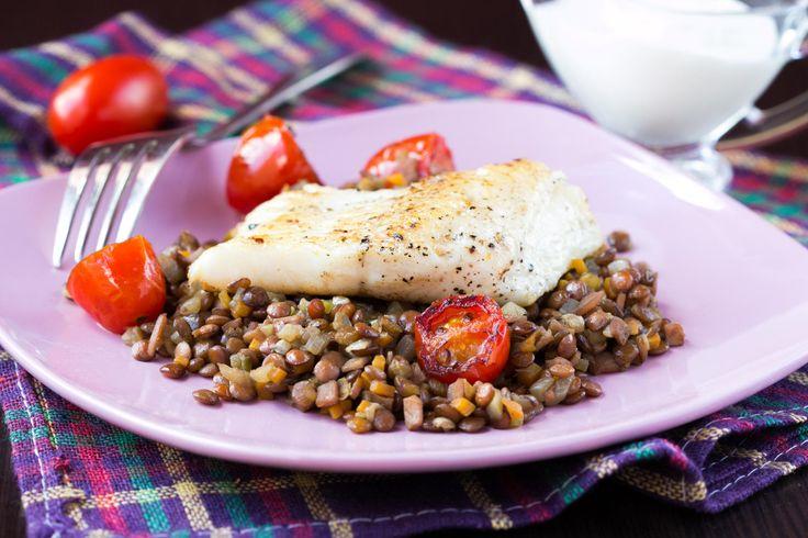 Stekt torsk med linser og tomater