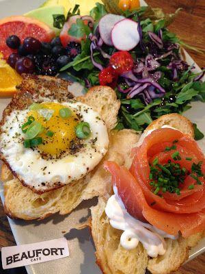 Beaufort Café, ancien Ellefsen, sur St-Zotique. Cartes similaires, boulettes norvégiennes, gravlax, poutine. Servent aussi des déjeuners.