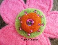 Pink felt flower with little bit bling bling #feltflower #felt #feltro #wool #colorfulflower #handmadeflower