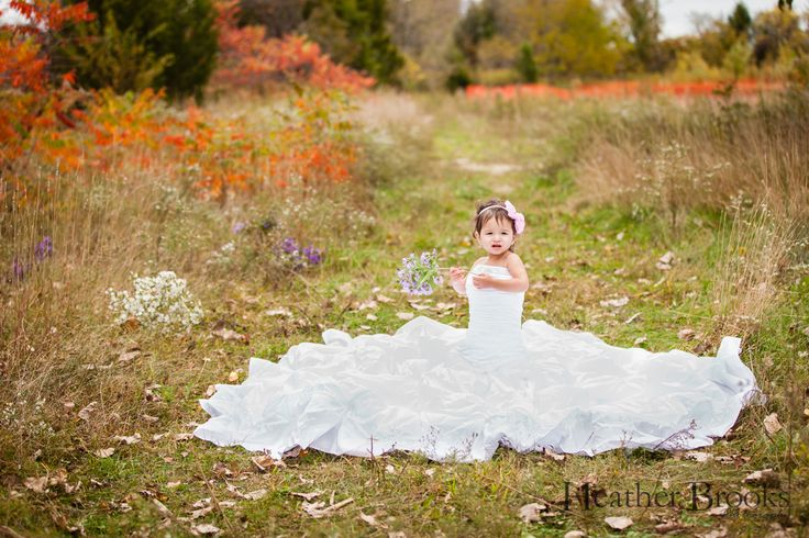 #heatherbrooksphotography #essex #essexphotographer #essexchildrensphotographer#park#nature #littlegirl #littlegirlshair #windsorchildrensphotographer#weddingdress