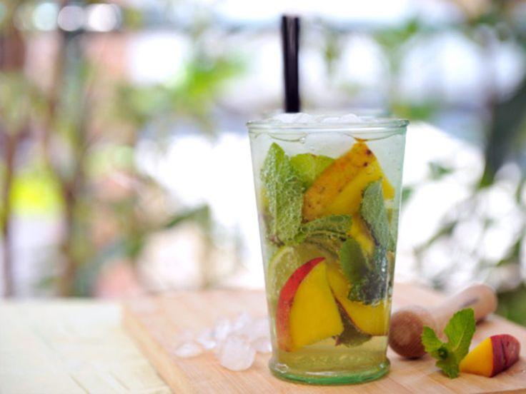 Mango Mojito http://www.prevention.com/food/cook/25-flat-belly-sassy-water-recipes/mango-mojito
