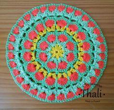 ThaliCreations: Un grand modèle de granny mandala african flower. Free African flower granny mandala charted pattern.