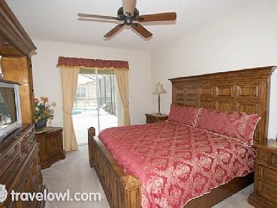 Emerald Isle 6 bed Villa master bedroom with en-suite - near Disney