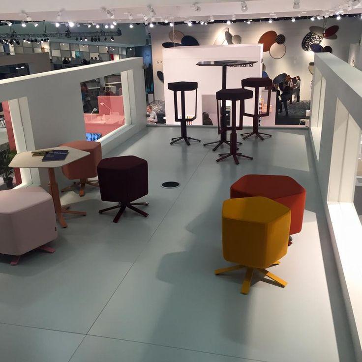 """В 2016 году - пополнение в коллекции ALINE: два пуфа и два стола. Пуфы отлично подойдут в лаунж зонах, комнатах ожидания или в рабочих зонах, где условия для работы более гибкие. Они могут стоять как самостоятельно, так и рядом друг с другом, образуя небольшие островки. """"Низкие столы можно  скомбинировать с пуфами, а высокие столы с барными стульями. В результате все члены семьи будут вместе"""" - говорит  дизайнер Ineke Hans."""