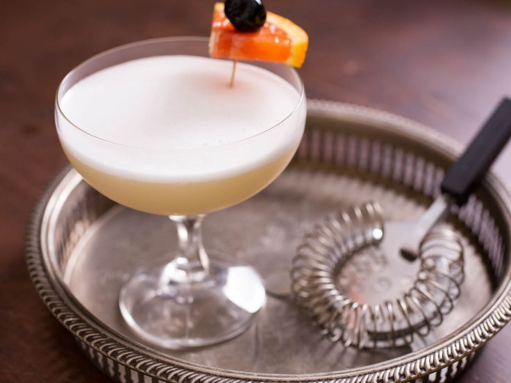 It's Friday afternoon, and if you're lucky you've got about 60 hours before you have to think or speak for anybody else again. Time for the Whiskey Sour--the comfortable T-shirt of drinks.