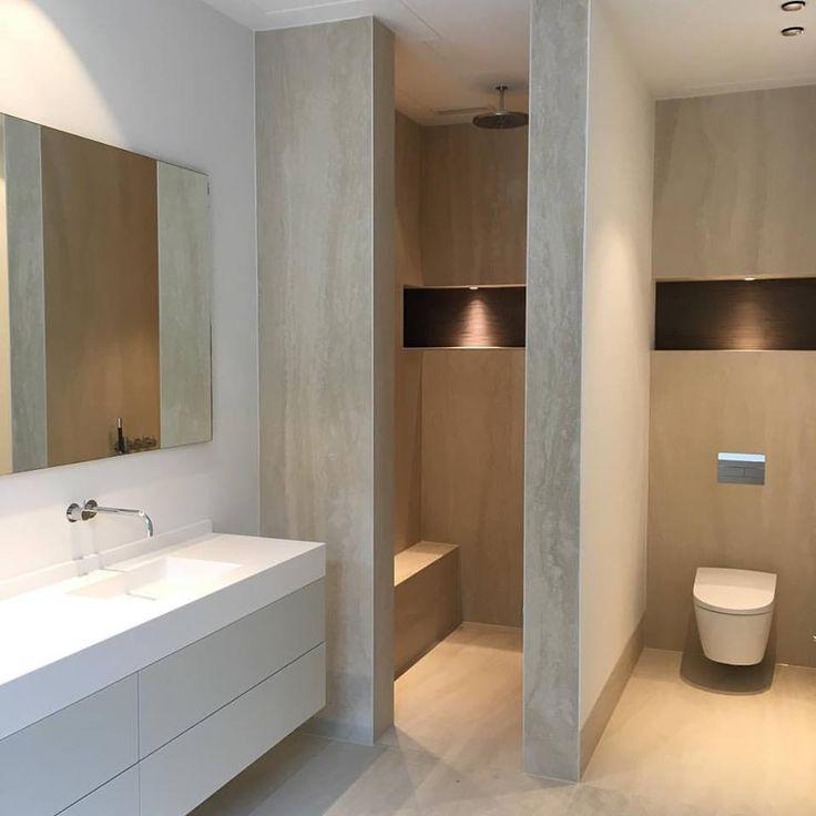 Luxe badkamer icm Clairz.nl Nis met verlichting en reliëf mozaïek.  Walk in shower. Marble. Kom naar onze showroom in Leiden: www.sjartec.nl