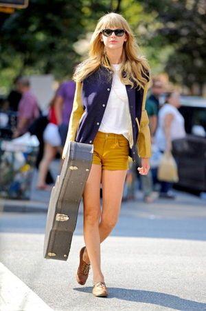 ファッションアイコンのテイラー・スウィフトはマスタードイエローをメインに配色。ブルゾンのトレンド♡人気・おすすめのレディース一覧♡