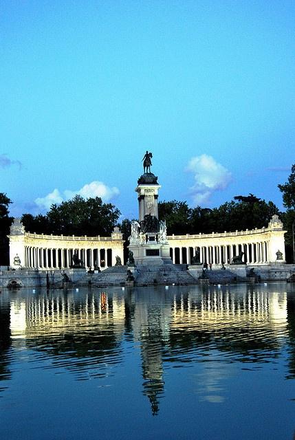 Monumento a Alfonso XII Parque de El Retiro Madrid
