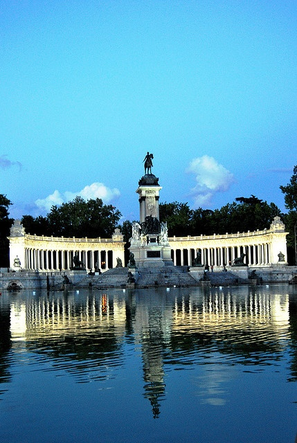Madrid Monumento a Alfonso XII Retiro Espectáculo Luz-Sonido
