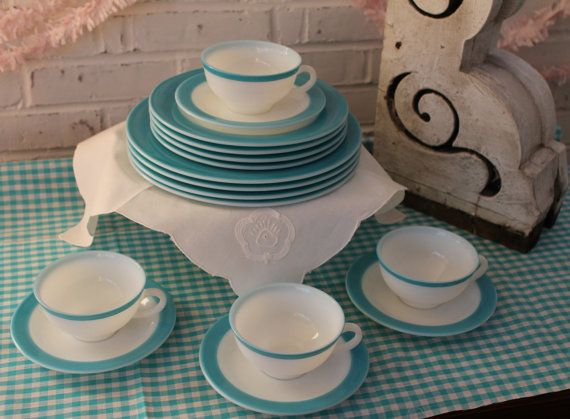 Complete 16-piece starter set! Vintage Pyrex tableware in that wonderful turquoise. Produced in the 1950s, these are a great example of
