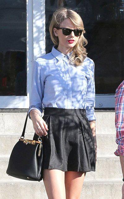 テイラー・スウィフト - 超ミニのスカートに白シャツでモノトーンショッピングスタイル | CELEB SNAP