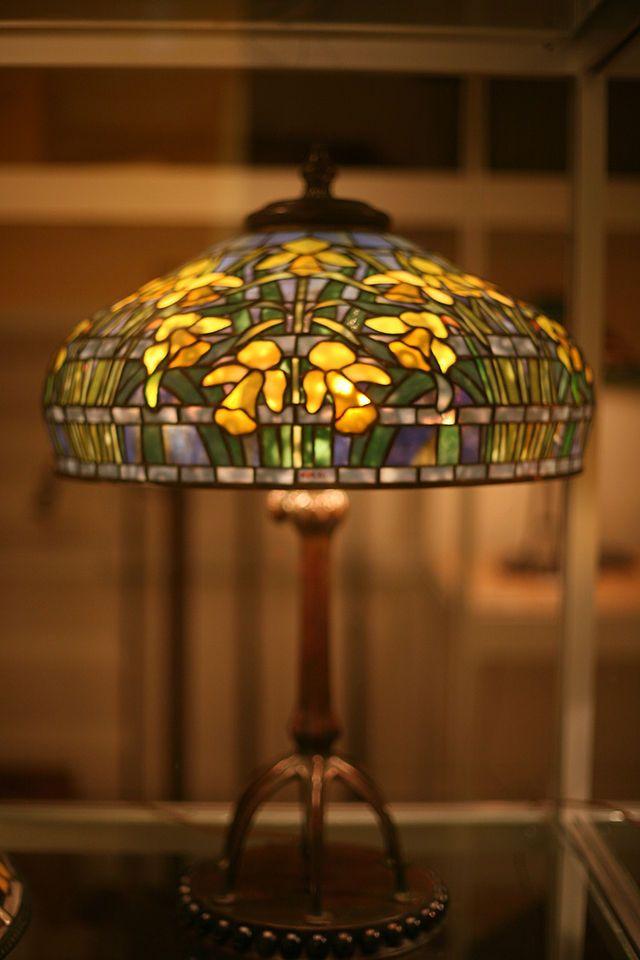 "Tiffany Studios ""Daffodil"" table lamp c. 1910-1913 28 x 21 in. ( 71.1 x 53.3 cm ) Glass, bronze Gift of Dr. Egon Neustadt New-York Historical Society N84.90"