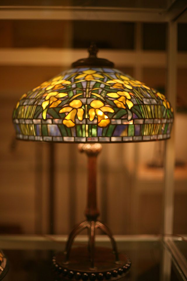 "Tiffany Studios ""Daffodil"" table lamp c. 1910-1913 28 x 21 in. ( 71.1 x 53.3 cm ) Glass, bronze Gift of Dr. Egon Neustadt New-York Historical Society N84.90"