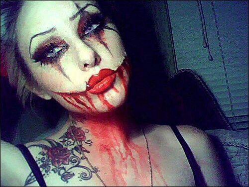 Sexy zombie makeup. I may use for Halloween.