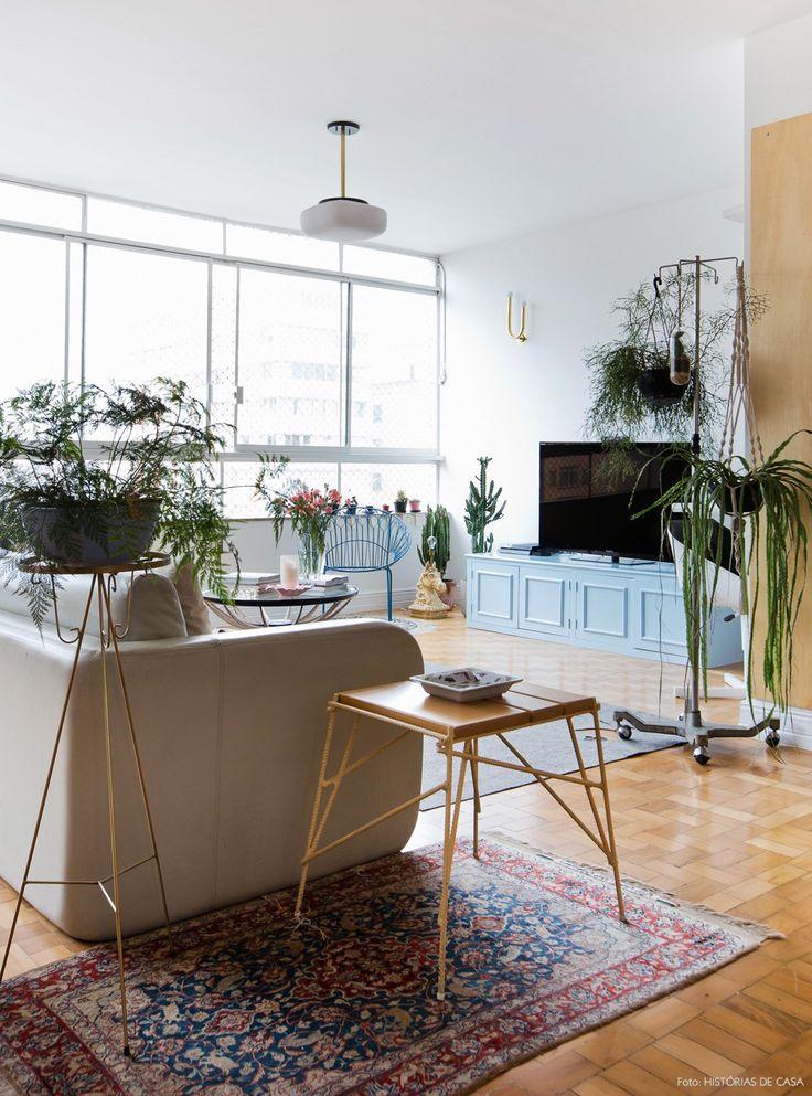 04-decoracao-sala-tv-plantas-sofa-cinza-tapetes                                                                                                                                                                                 Mais