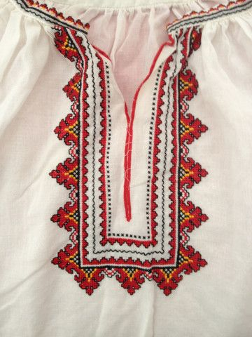 UKRAINIAN FOLK WOMENS PEASANT BLOUSE - Vintage TUNIC - WHITE & RED HAN – NOMADCHIC