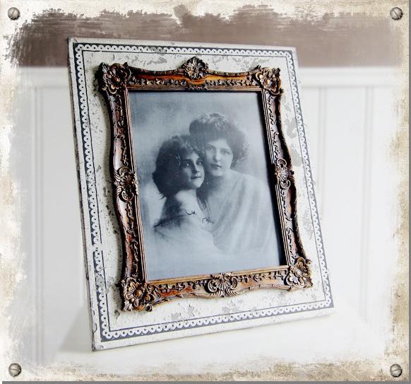 Stor vit romantisk bordsram med antik look #shabbychic #frame #photo