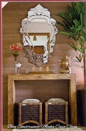 Unindo o útil ao agradável!    Os espelhos venezianos surgiram em Veneza no século XIV, com sua moldura trabalhada no próprio vidro! Só q...