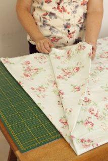 Com a vida corrida, nada mais prático que fazer a cama usando o lençol de elástico que se ajusta ao colchão. Aprenda com Eliana Zerbinatti, da Country Craft Studio, como aplicar o elástico em seu lençol de baixo, fazendo com que a arrumação se torne mais fácil e rápida