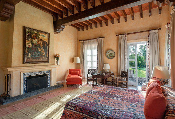 Hacienda Style Restaurant Mediterranean Decor In 2020 Spanish Style Bathrooms Hacienda Style Decor Hacienda Style