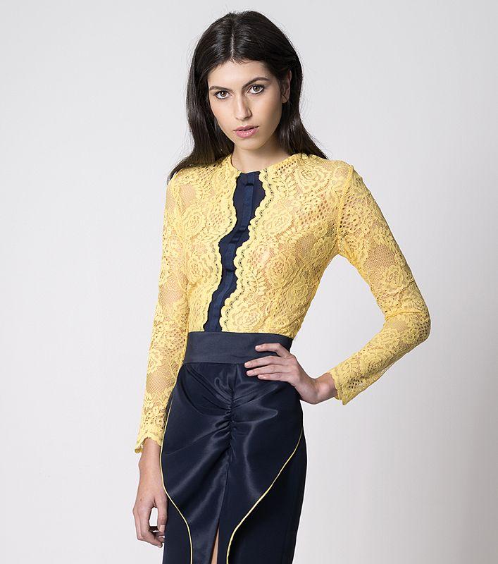 NUBBE CLOTHES S/S 17 | UNA BLUSA CON POESÍA  Julepe es una #blusa de #encaje con un detalle de gasa en el centro.   Su estética #romántica es una verdadera oda a la poesía.  Imagen: Falda Elsa. Colección #nubbeclothes #SS17  http://nubbeclothes.com/shop/tops-y-camisas/blusa-julepe/