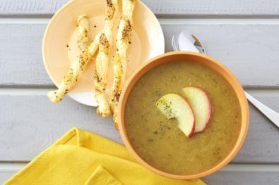 Bramborová polévka s jablky a pikantními tyčinkami z listového těsta se sýrem / Polévky / Recepty / E-shop / SONNENTOR.cz - SONNENTOR - Tady roste radost - biočaje a biokoření