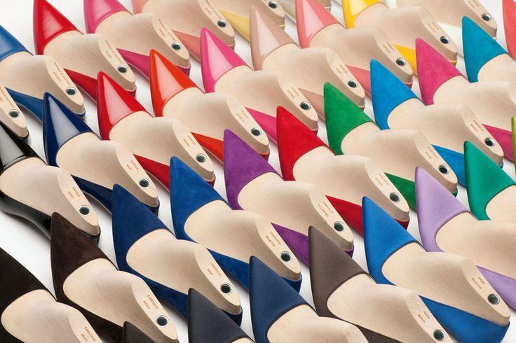 Les escarpins sur mesure de Prada http://www.vogue.fr/mode/les-shoes-de-la-semaine/diaporama/les-escarpins-sur-mesure-de-prada/17978