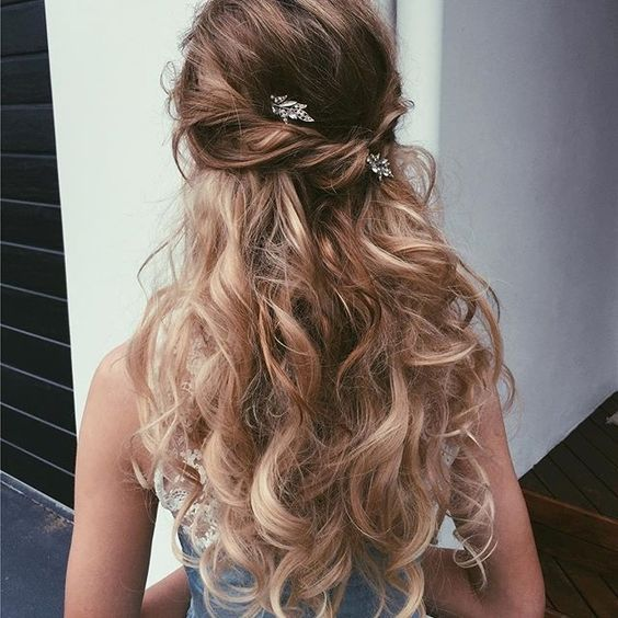 Half-up Half-down Hairstyle with Soft Curls