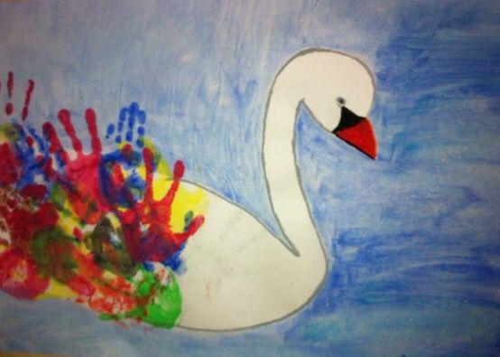 En färgglad svan som jag gjorde med förskoleklassen.