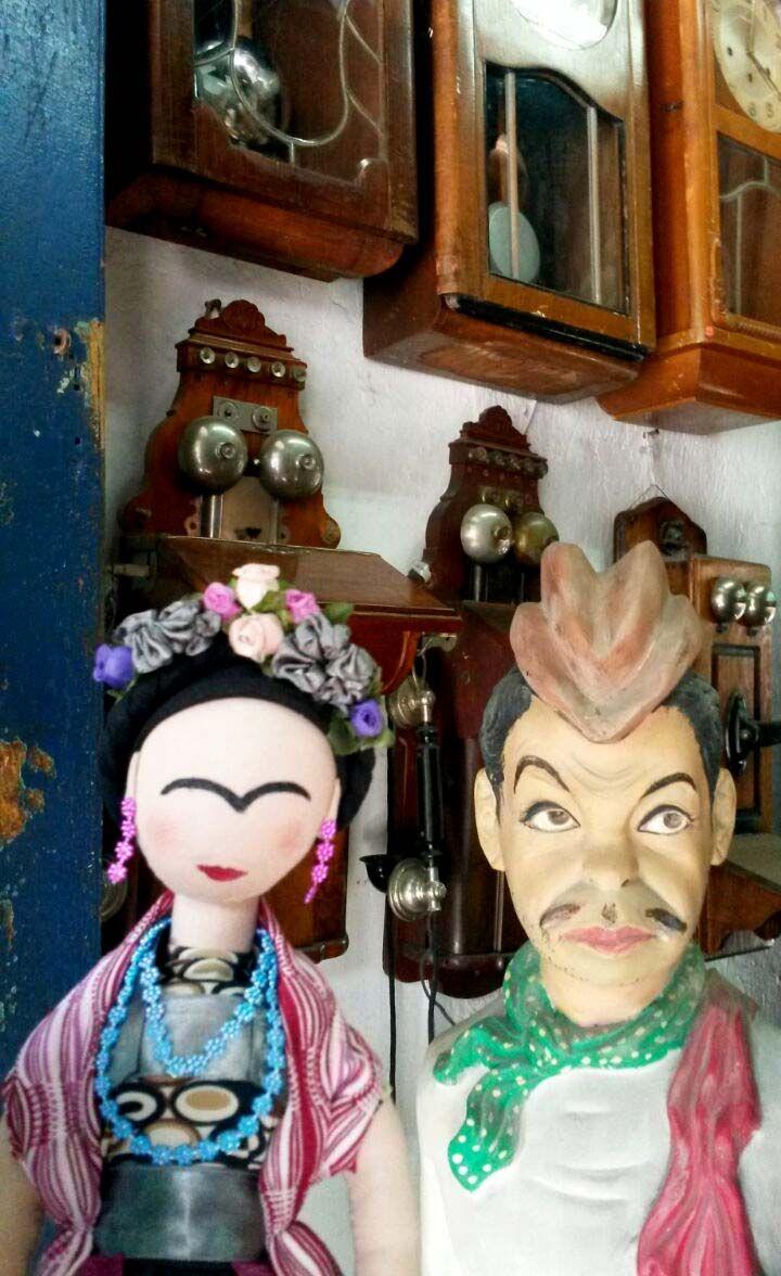 Cantinflas y Frida en un anticuario de Puebla.