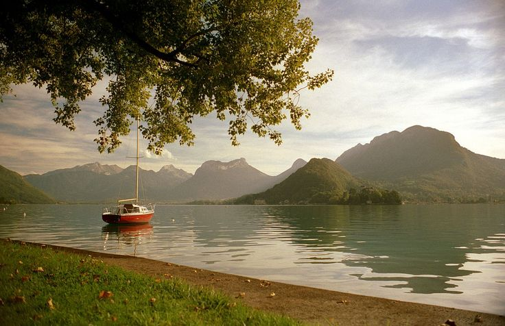 Talloires , view of Lake Annecy, Kodacolor by Scott Williams - Talloires - Wikipedia, the free encyclopedia