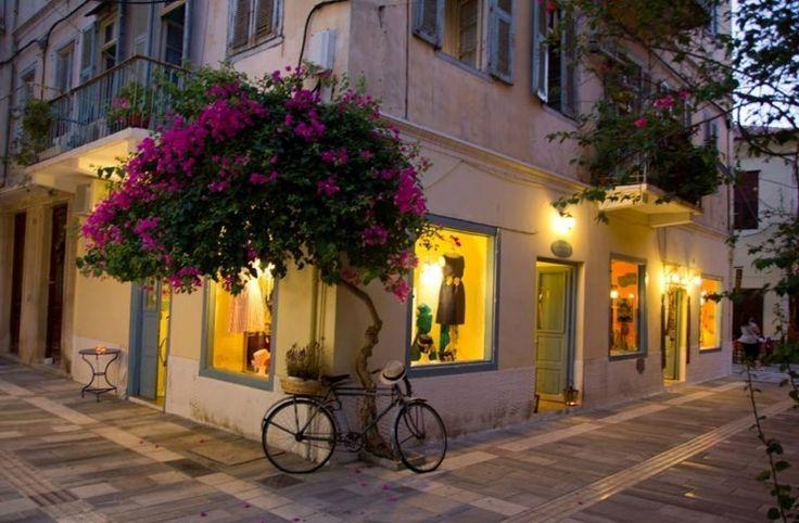 Η πολύχρωμη Ελληνική πόλη που κάθε Άνοιξη.. θυμίζει έργο τέχνης! Κάθε σοκάκι και ένας καινούργιος πίνακας ζωγραφικής!