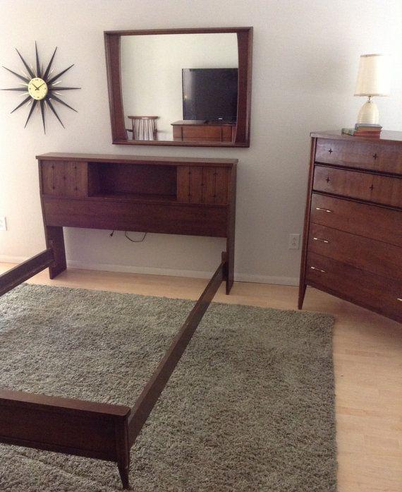 Vintage Mid Century Broyhill Saga Bedroom Set Full Bed With Headboard Side Rails Footboard