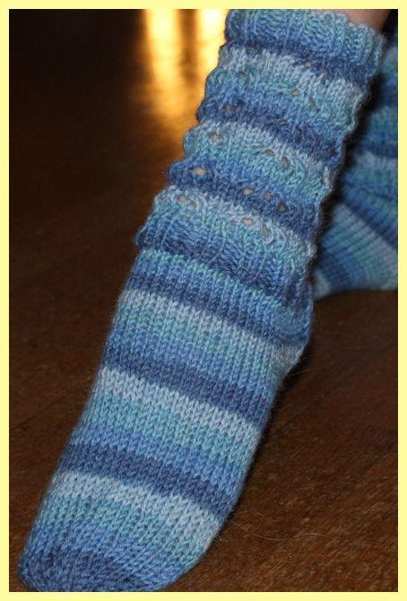 TULE JOULU KULTAINEN: Raidalliset sukat