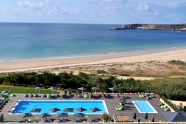 One of the most popular properties in this category amongst BFB users.  http://www.babyfriendlyboltholes.co.uk/martinhal_village_ocean_house_full_view-child-friendly-accommodation-31059.htm