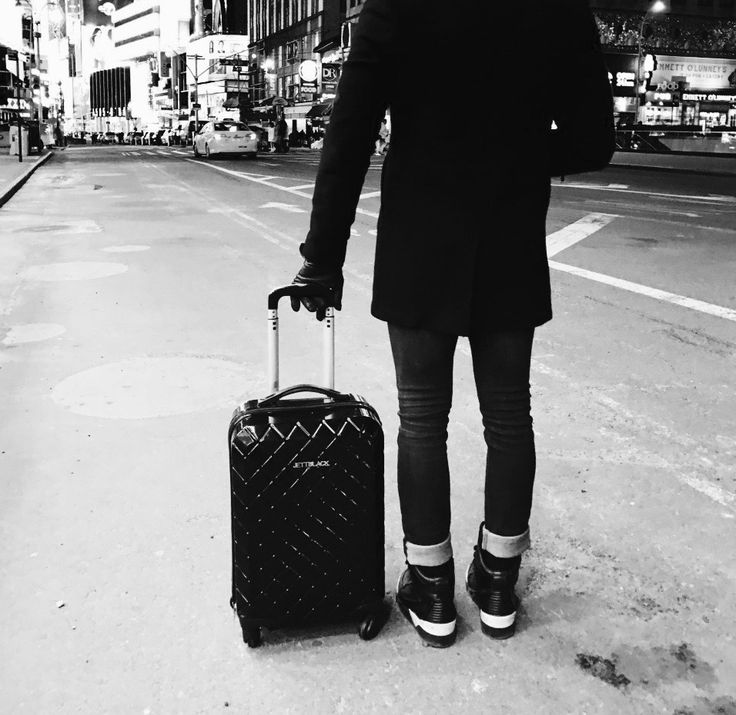 NYC with my JB! JETT BLACK Luggage #BlackAndWhite #AirportLife #Jetsetter #NYC