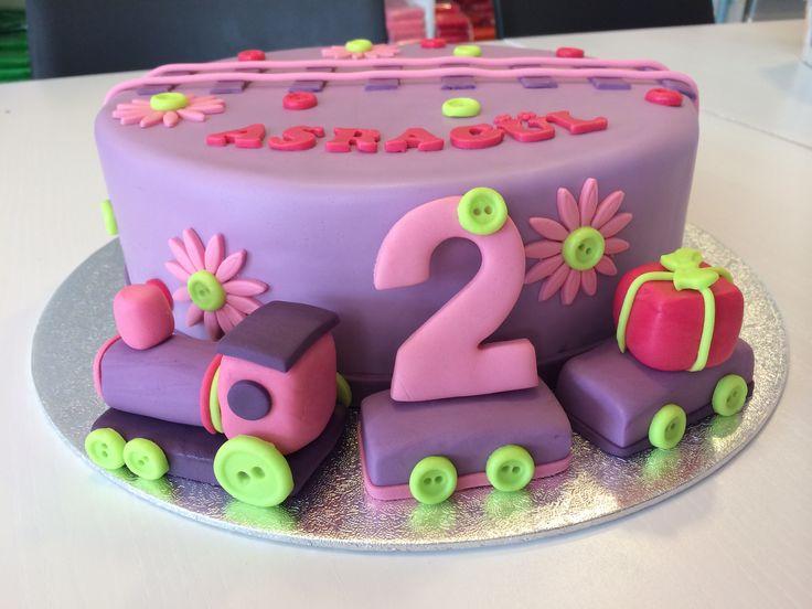 Meisjes taart met treintje