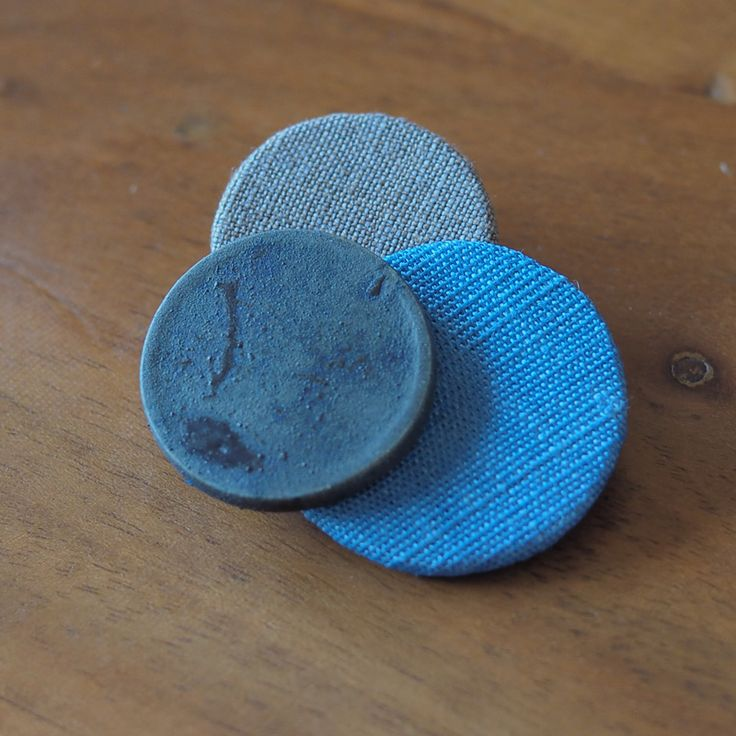 シンプルなフォルムで素材感を楽しめる〈Dots〉シリーズ。  鮮やかなブルーに染めあげたラミーと呉須の色合いが素敵な陶ボタンの組み合わせがシックなasaCosage[アサコサージュ]です。   &asa.CO asaCorsage Dots Blue  http://kanden43.tokyo/SHOP/802-acDo-BLU.html   #HoldinghandsHerat #アンドアサコ #ブルーコサージュ #陶コサージュ #コサージュ #アクセサリー #レディースアクセサリー #ナチュラルアクセサリー #ナチュラル雑貨 #ナチュラル #ナチュラル系 #セレクトショップ