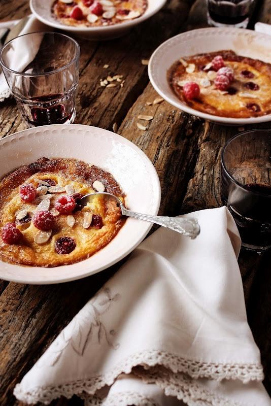 pratos e travessas: lemon balm raspberries clafoutis