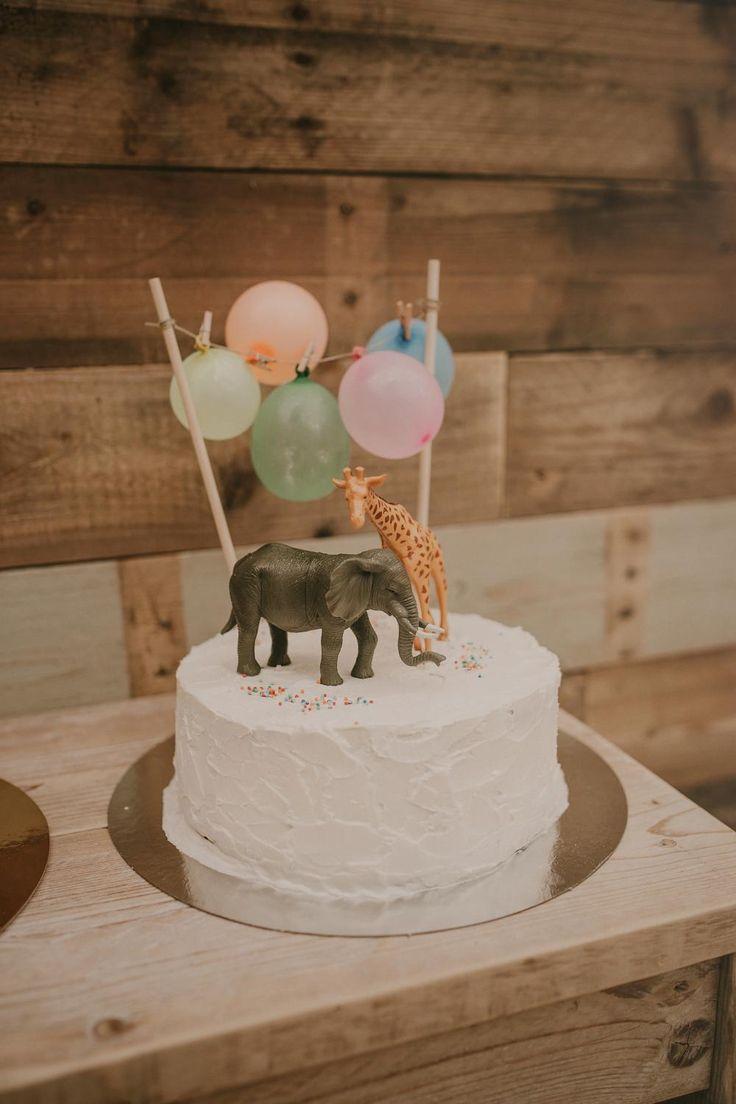 Geburtstagstorte für Kinder bei Hochzeit – Hochzeit im Freien in Alicante bei Jardins d …   – 21st Party