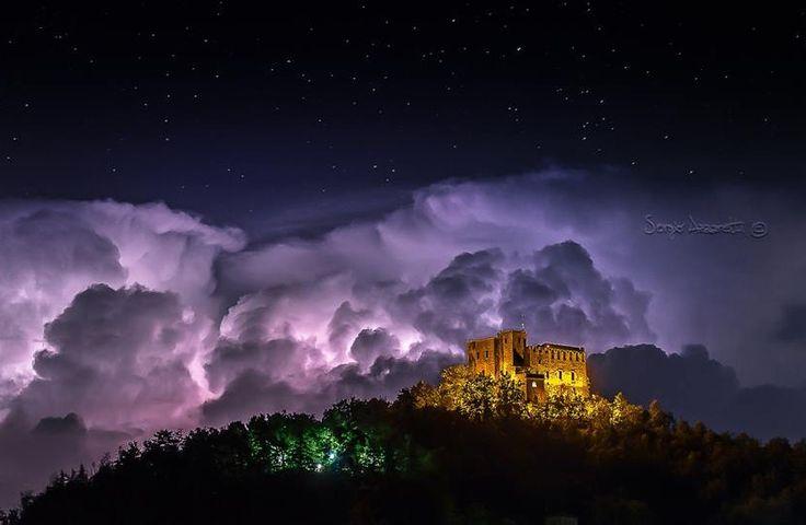 Stupenda foto di Sergio Azzaretti al Castello Dal Verme di #Zavattarello @Castello Di Zavattarello